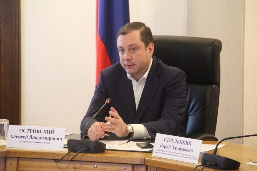 Алексей Островский распорядился передать медработникам 30 служебных автомобилей
