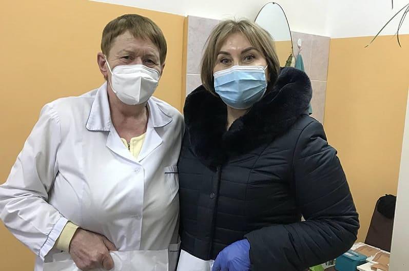 Ольга Васильева привезла подарки ярцевским врачам