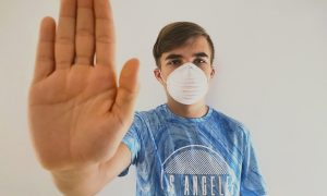 Смолянина оштрафовали за отказ от сдачи теста на коронавирус
