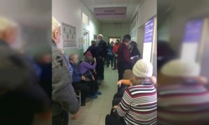 Департамент Смоленской области по здравоохранению прокомментировал появление очередей на прививку от коронавируса