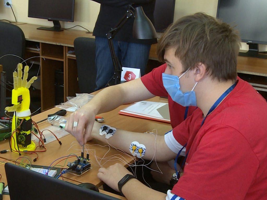 Смоленские «молодые профессионалы» учились собирать бионические протезы