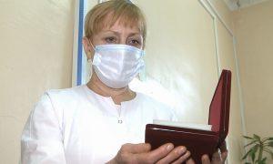 Смоленская медсестра награждена медалью Луки Крымского за работу в «красной зоне»