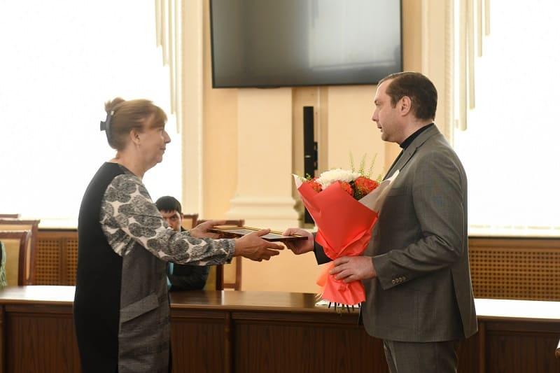 Смоленские работники скорой помощи получили награды из рук губернатора