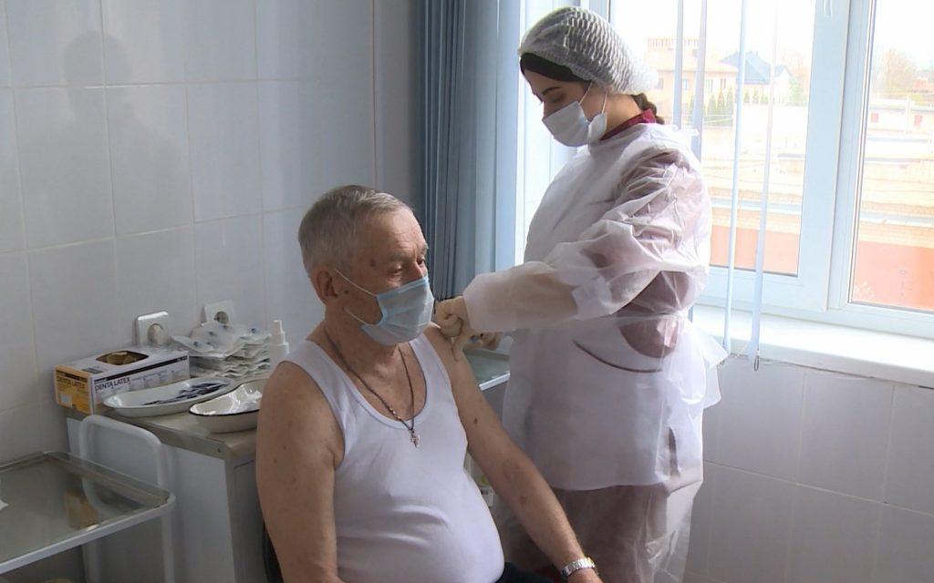 Более 80 тысяч смолян привиты первыми компонентами вакцин от коронавируса