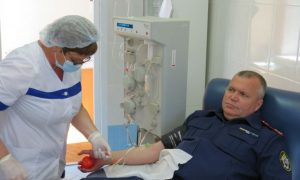 Смоленский руководитель СУ СК сдал кровь для помощи больным коронавирусом