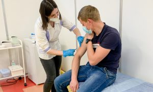 В Смоленске пункт вакцинации от коронавируса открыли в торговом центре