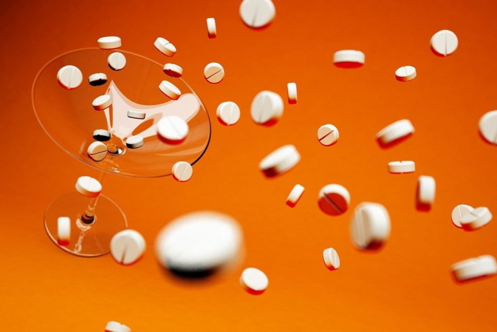 Мне нельзя: можно ли пить алкоголь при приёме антибиотиков
