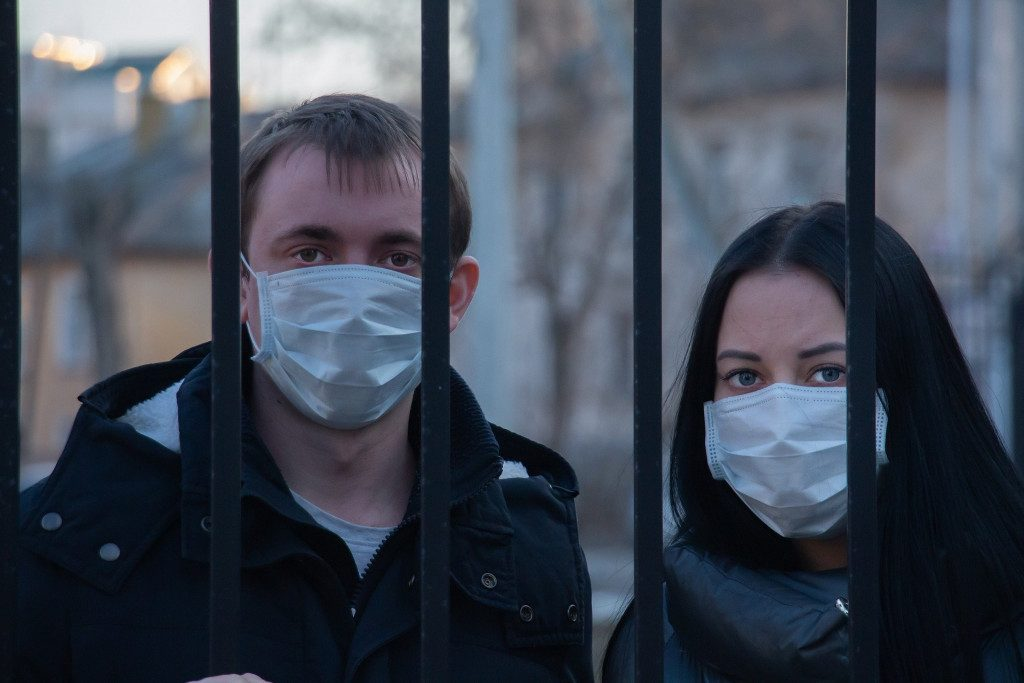 Алексей Островский поручил активизировать работу по вакцинации смолян