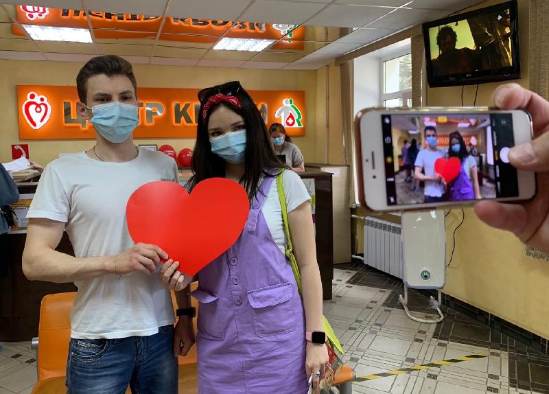 Во Всемирный день донора смоленские волонтеры сдали кровь