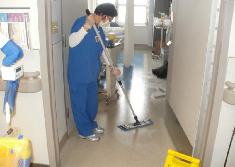 Санитарки зарабатывают почти наравне с медсестрами в Смоленской области