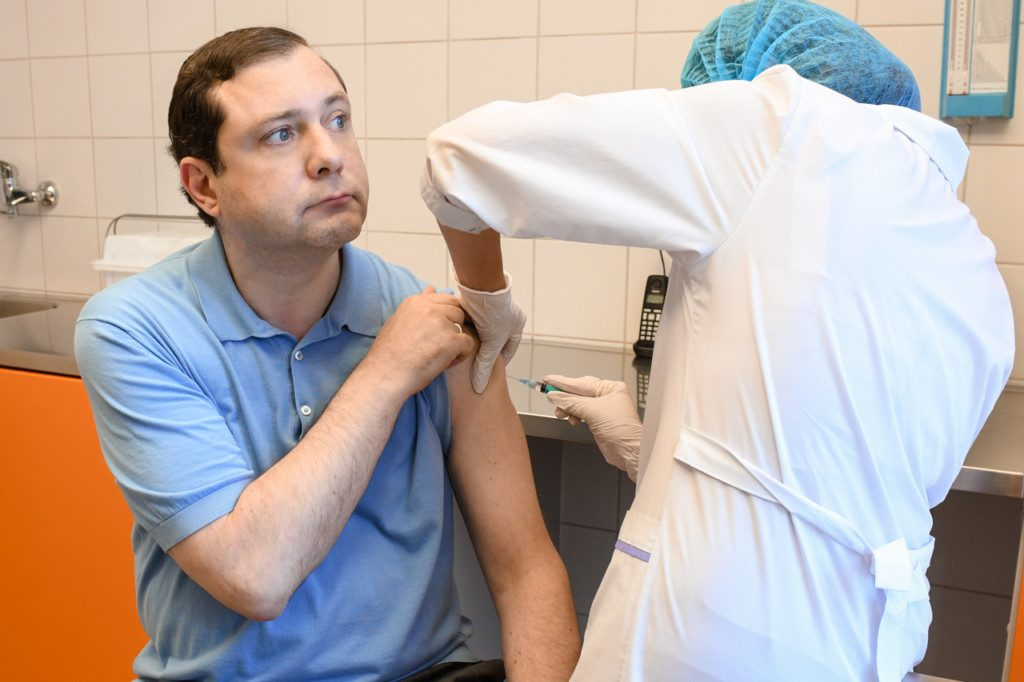 Алексей Островский повторно привился от коронавируса