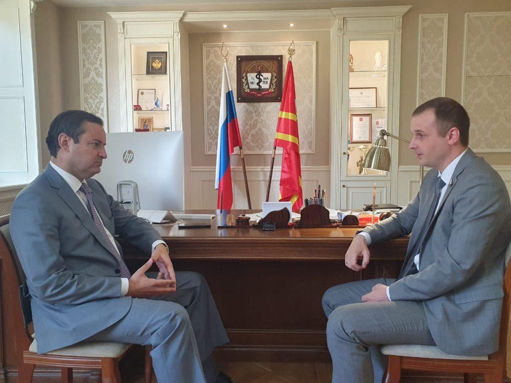 Сенатор Сергей Леонов обсудил проблему нехватки врачей с ректором Смоленского медуниверситета