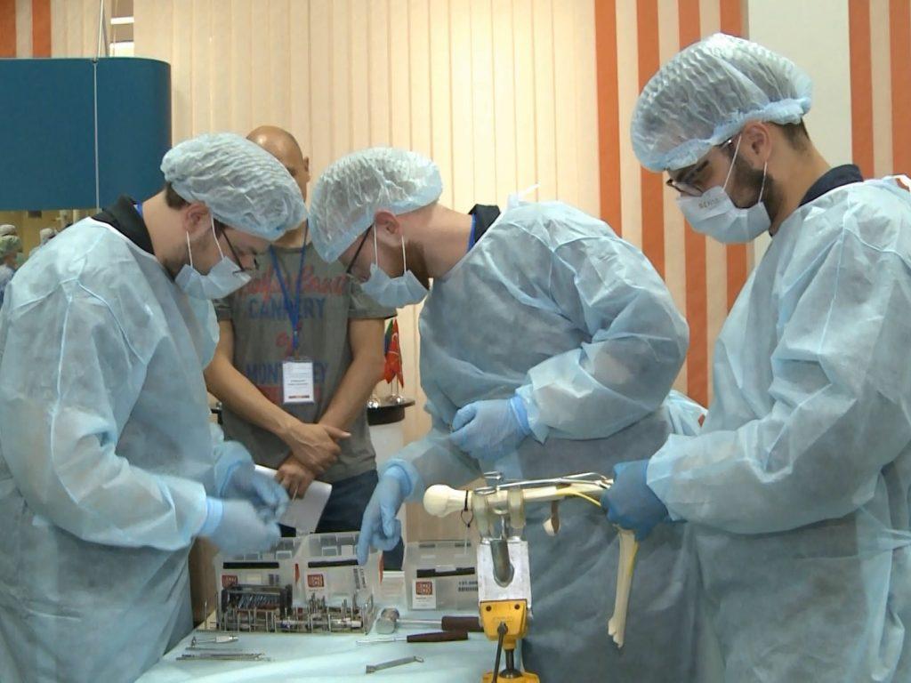 Начинающие специалисты соревновались на олимпиаде травматологов-ортопедов в Смоленске