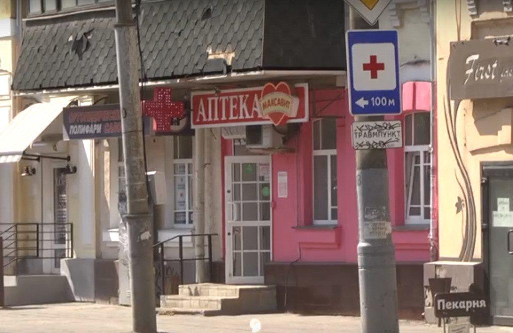 Мэрия Смоленска призвала владельца аптеки не уродовать фасад исторического здания