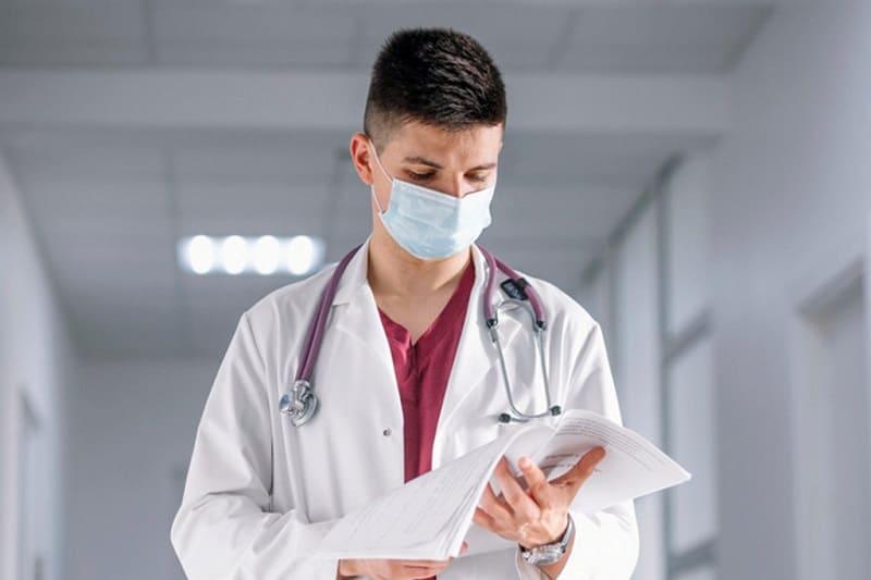 Смоленский студент-медик выплатит штраф стоматологической поликлинике