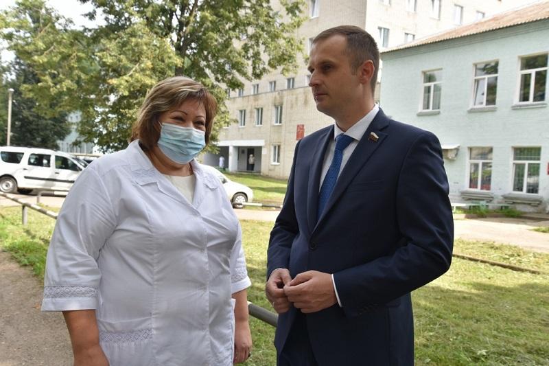 Сергей Леонов: в Рославльской ЦРБ необходимо повышать качество обслуживания