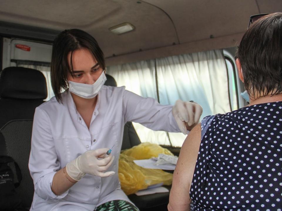 Алексей Островский поручил организовать работу мобильных пунктов вакцинации в райцентрах Смоленской области