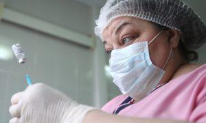 В департаменте здравоохранения Смоленской области опровергли опасность вакцинации от коронавируса для пенсионеров