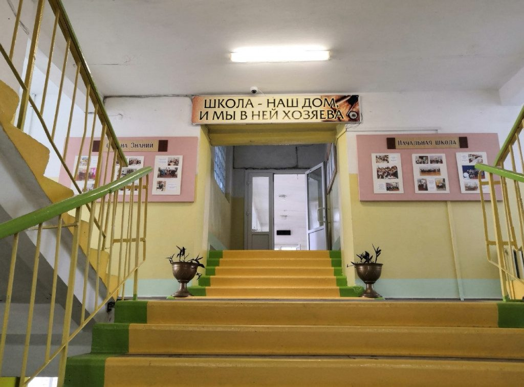Алексей Островский поручил усилить контроль над соблюдением антикоронавирусных норм в смоленских школах