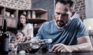 Пьющий муж: помочь или же вычеркнуть из жизни?