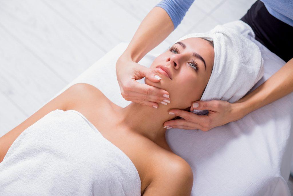 Процедура лифтинг массажа лица