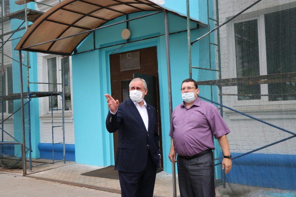 Сергей Неверов встретился с сотрудниками городской поликлиники Дорогобужа