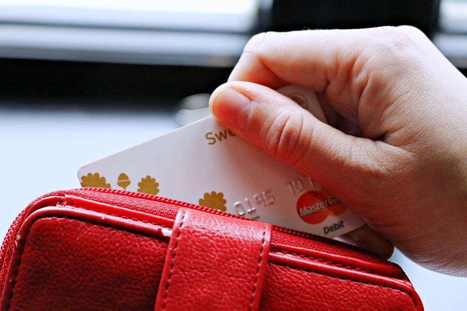 В Смоленске директор фирмы стал жертвой лжепоставщиков медперчаток