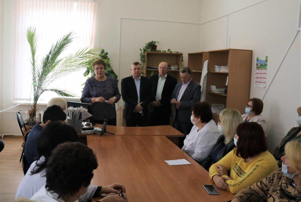 Ольга Окунева провела личную встречу с медработниками и сотрудниками предприятия в Починковском районе