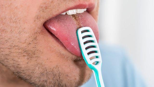 Ковид бьет по зубам: после болезни многие жалуются на проблемы в ротовой полости