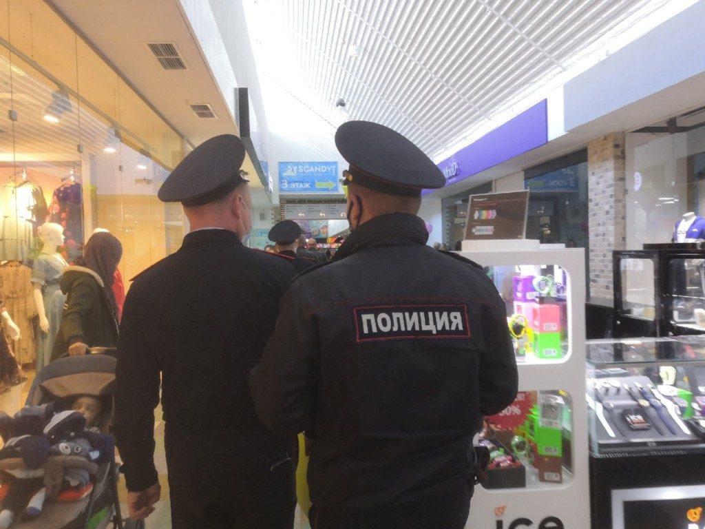 В Смоленске Роспотребнадзор и полиция нагрянули с «антикоронавирусной» проверкой в ТРЦ «Галактика»