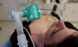 Машины медикам, перепрофилирование больниц и 65 смолян на ИВЛ
