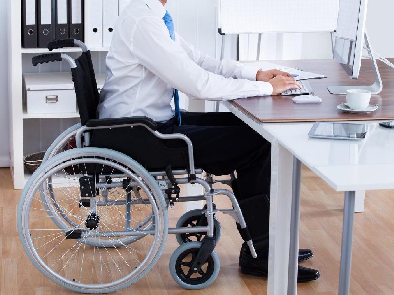 В Смоленске инвалидам помогают в поисках работы